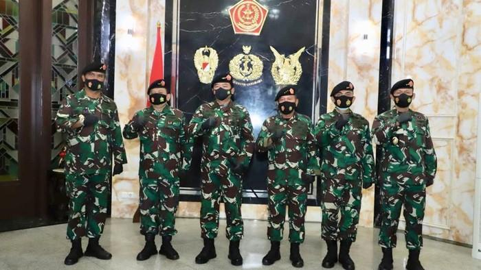 Panglima TNI Terima Penyerahan Jabatan Kasum dari Letjen Herindra