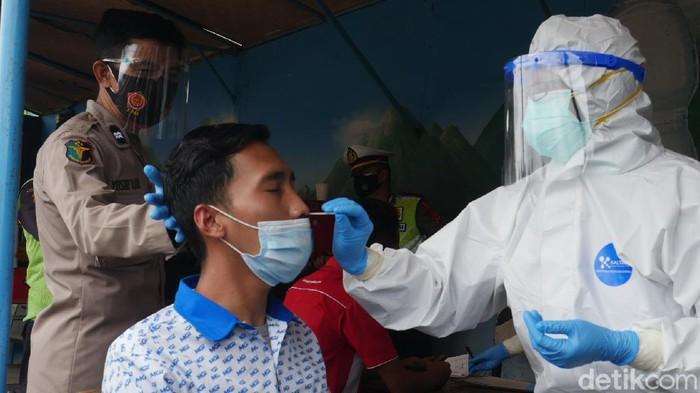 Rapid Test Antigen di Tol Cipularang