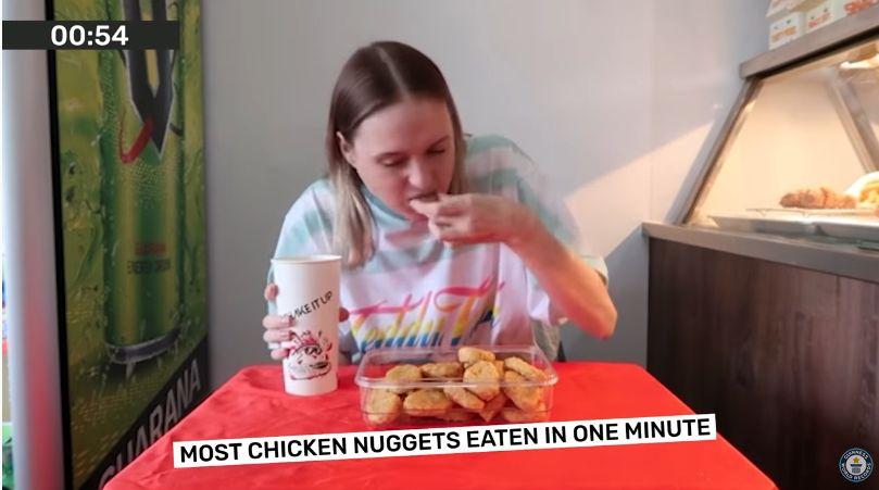 Rekor Dunia Makan 16 Nugget dalam 1 Menit