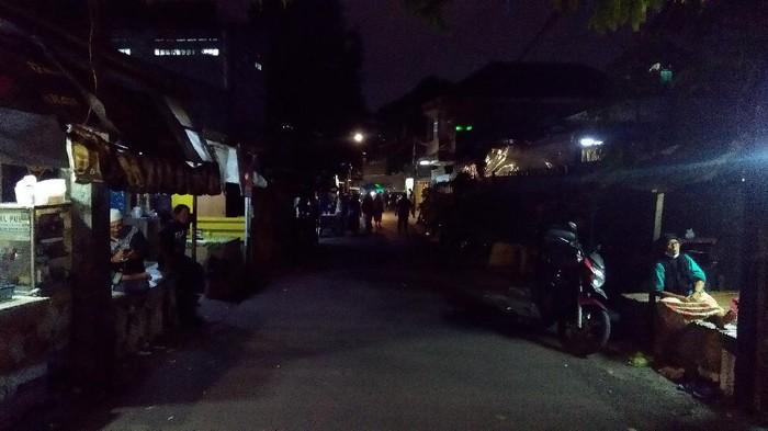 Suasana Petamburan III usai spanduk FPI dicopot Brimob dan TNI