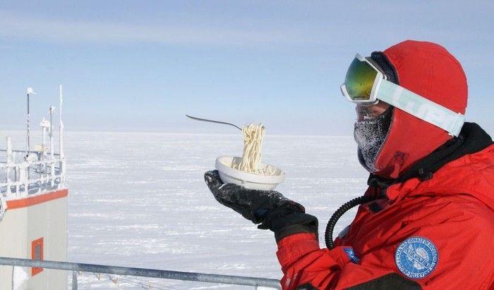 Viral Foto Mie dan Telur yang Membeku dengan Cepat di Siberia