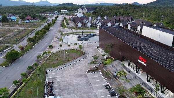 Pasar Wisata Badau ini berada di kompleks Pos Lintas Batas Indonesia-Malaysia (PLBN Badau) di Kecamatan Badau, Kabupaten Kapuas Hulu, Provinsi Kalimantan Barat yang mulai di fungsikan pada November akhir tahun lalu 2019.