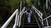 Biasanya, Libur Natal dan Tahun Baru lokasi ini selalu menjadi salah satu lokasi yang banyak dikunjungi tempat wisata bersama keluarga, tak terkecuali tempat wisata andalan Kapuas Hulu yang terletak di kawasan Taman Nasional Danau Sentarum (TNDS), yaitu Pulau Sepandan dan Bukit Tekenang.