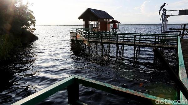 Segala kegiatan wisata yang dibangun di Taman Nasional Danau Sentarum ini sebenarnya adalah untuk meningkatkan perekonomian masyarakat sekitar Desa Sepandan dan Desa Lanjak Deras sebagi desa penyangga kawasan.