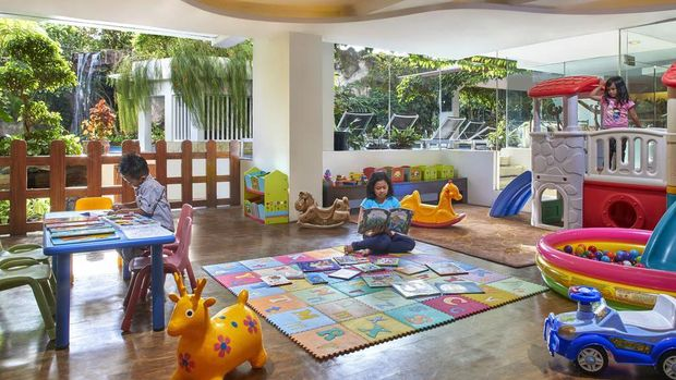 Jambuluwuk sudah terkenal sebagai chain hotel keluarga yang nyaman. Di Jogja, lokasinya berada di Jalan Gajah Mada No. 67 dengan sekitar Rp 800 ribuan per malamnya.