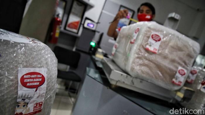 Pelayanan pengiriman logistik di tengah pandemi dan akhir tahun meningkat 85 persen. Hal itu terjadi seiring beralihnya masyarakat membeli produk e-commerce.