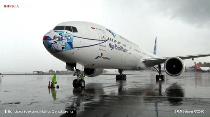 Pesawat Garuda Indonesia yang membawa 1,8 juta vaksin tambahan Sinovac tiba di RI (YouTube Sekretariat Presiden)
