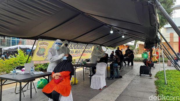 Polda Metro Sediakan Rapid Test Antigen Gratis di Stasiun Pasar Senen