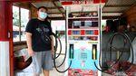 Punya Pom Bensin Mini di Perbatasan Omzetnya Menggiurkan Lho