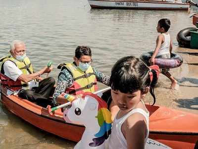 Menparekraf Sandiaga Uno ke Danau Toba, Tinjau Desa Wisata dan Main Kano