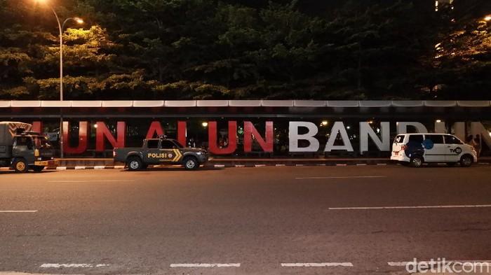 Suasana Alun-alun Bandung jelang tahun baru.