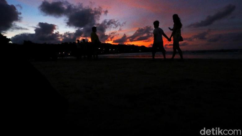 Bali dan deretan pantai cantiknya sudah menunggumu. Bosan dengan sunset Kuta, coba ke Jimbaran.