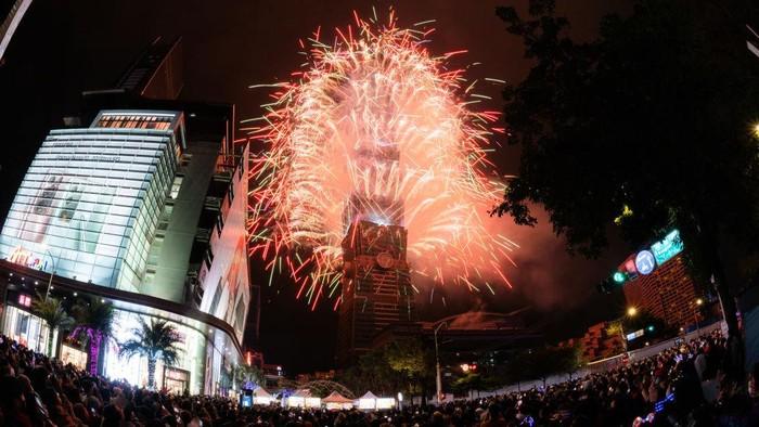 Taiwan merayakan pergantian tahun dengan menggelar pesta kembang api di kawasan Taiwan Skyline, Taipei.