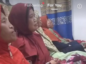 Viral Bikin Ngakak, Ibu-Ibu Kumpul Dikira Pengajian Ternyata Nobar Sinetron