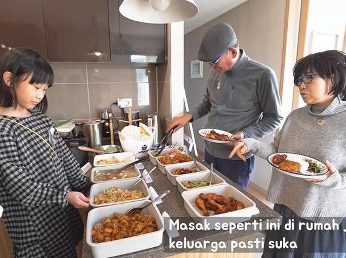 Kakek Nenek Korea Makan Ala Warteg