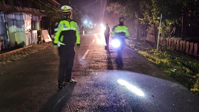 Kecelakaan terjadi di Nganjuk saat malam tahun baru. Tiga pelajar tewas dalam kecelakaan di Jalan Raya Gondang-Lengkong, Desa Ngujung, Kecamatan Gondang.