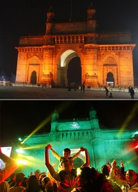 Foto kombinasi ini menunjukkan segelintir orang di depan Gerbang India yang ikonik untuk merayakan Malam Tahun Baru di Mumbai, India, Kamis (31/12/2020). Dibandingkan dengan foto dibawahnya yang menunjukkan kerumunan warga saat merayakan Tahun Baru 2019. AP Photo/Rafiq Maqbool, Rajanish Kakade