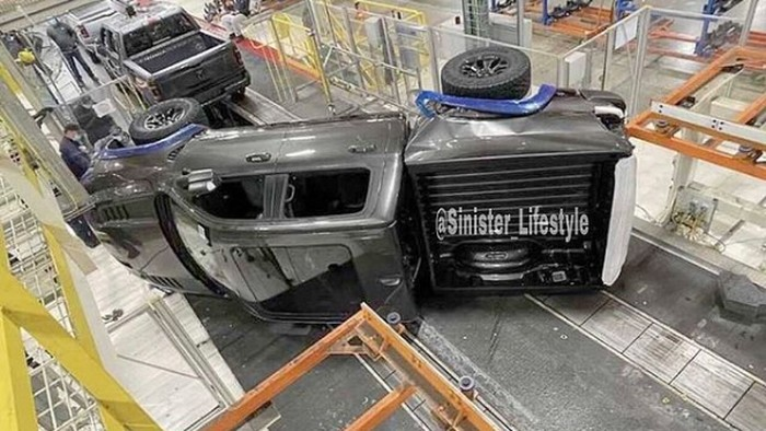 Mobil ini sudah mengalami kecelakaan sebelum keluar pabrik.
