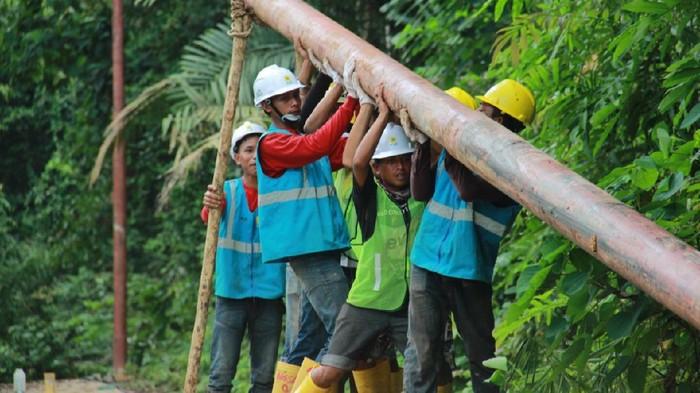 Pemasangan tiang listrik di 17 desa di Riau dan Kepulauan Riau