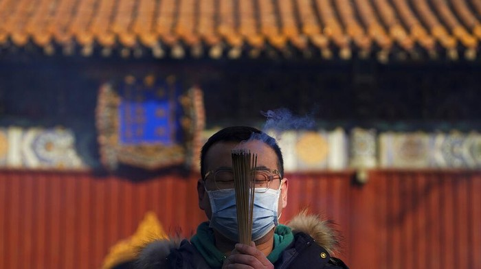 Momen perayaan tahun baru 2021 jadi waktu yang ditunggu oleh berbagai warga dunia, tak kecuali China. Seperti apa perayaan tahun baru di sana?