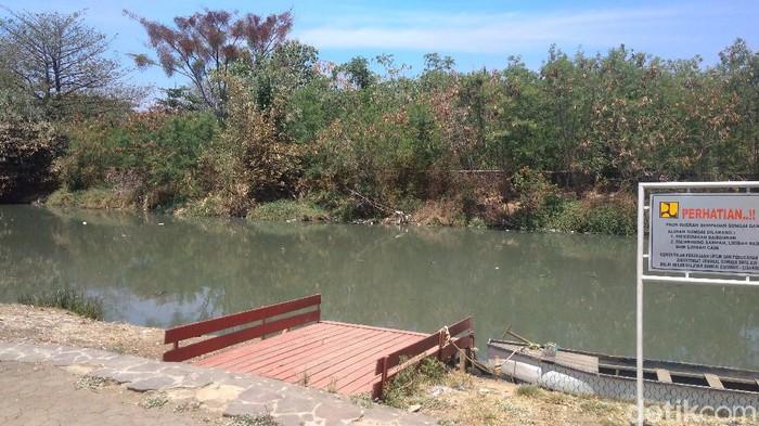 Sungai Kriyan yang berada di depan Situs Lawang Sanga Kota Cirebon, Jawa Barat, dikenal angker