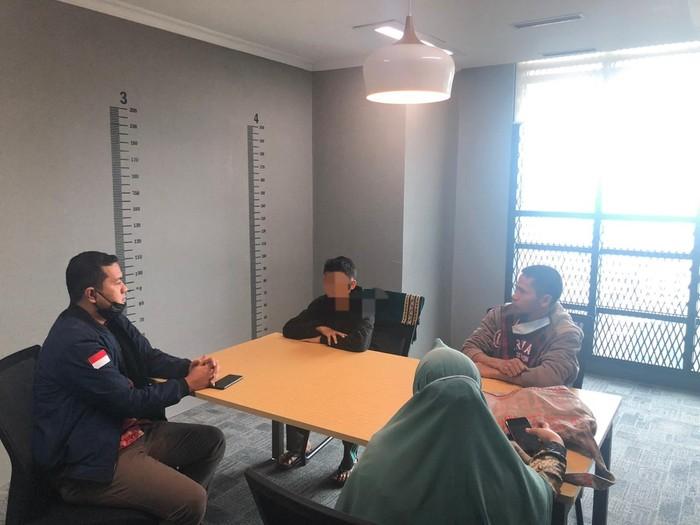 Tersangka pelaku kasus video parodi Indonesia Raya, MDF, ditangkap polisi. (Dok Istimewa)
