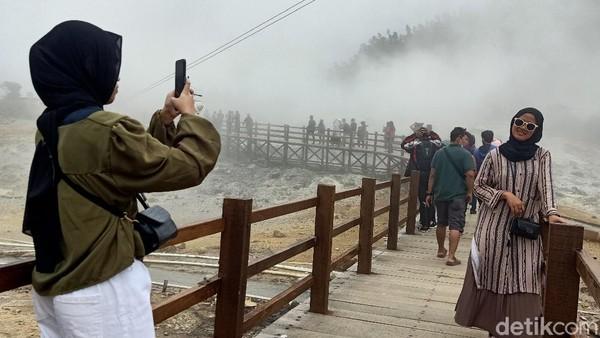 Membludaknya wisatawan di dataran tinggi Dieng dibenarkan Kepala Dinas Kebudayaan dan Pariwisata Banjarnegara Agung Yusianto. Ia mengatakan, jumlah ada kenaikan kunjungan wisatawan hari pertama di tahun 2021. (Uje Hartono/detikcom)