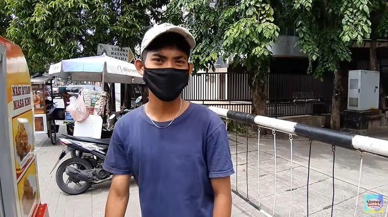 Penjual Ayam Geprek Keliling Pakai Motor Listrik
