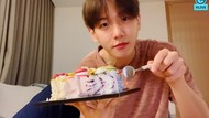 Baekhyun EXO Doyan Banget Makan Es Krim, Intip Yuk Momennya!