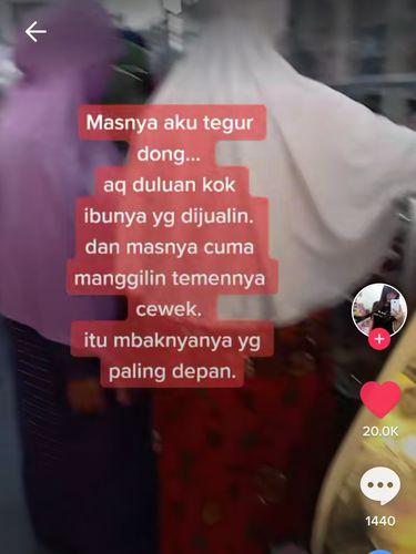 Beli Kue, Netizen Ini Kesal Antreannya Diserobot Ibu-Ibu