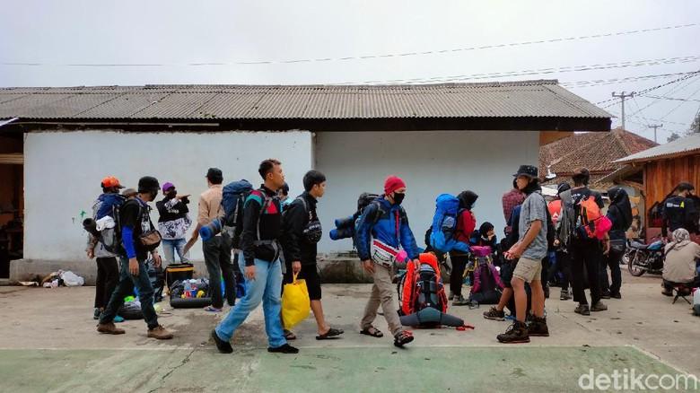 Gunung Ciremai Diserbu Para Pendaki