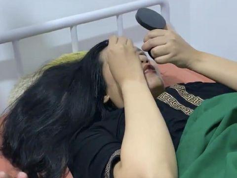 Momen melahirkan ibu yang memakai makeup