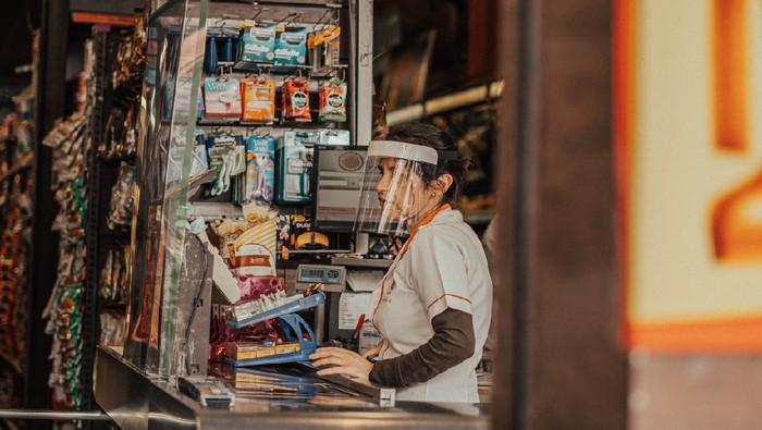 supermarket cashier wearing mask on a supermarket on Aclimação neighborhood in São Paulo city during coronavirus quarantine.