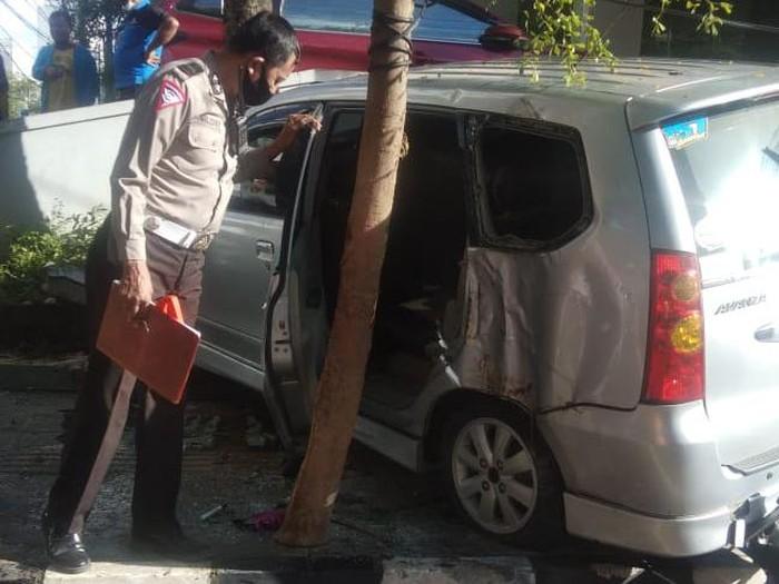 Kecelakaan lalu lintas yang menelan satu korban jiwa, yakni petugas kebersihan di Makassar