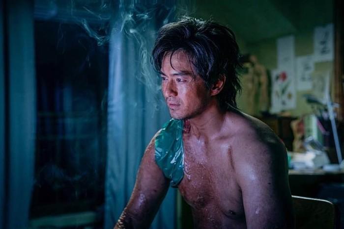 Lee Jin Wook meramaikan akhir tahun 2020 lewat perannya dalam drama Korea Sweet Home. Aktor kelahiran 16 September 1981 itu punya sederet karya lain yang tak kalah seru lho!
