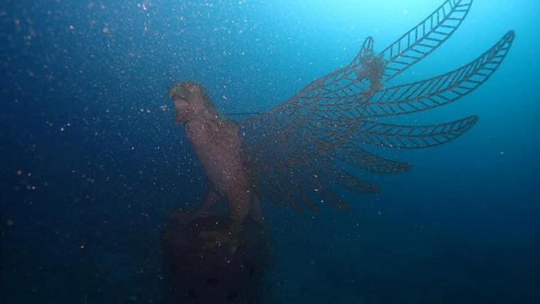 Ribuan dan aneka jenis struktur karang mulai ditenggelamkan, termasuk struktur berbentuk burung garuda di laut Bali. Hal ini merupakan bagian dari program restorasi terumbu karang
