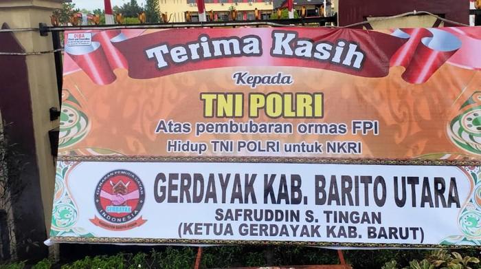 Salah satu karangan bunga ucapan terima kasih kepada TNI/Polri di Mapolda Kalimantan Tengah.