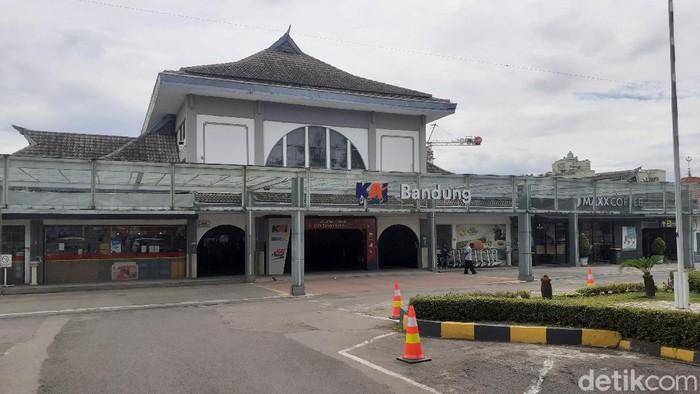 Arus balik libur tahun baru 2021 ke wilayah Bandung diprediksi terjadi besok, Minggu (3/1/2020) lewat jalur kereta di wilayah Daop 2 Bandung.