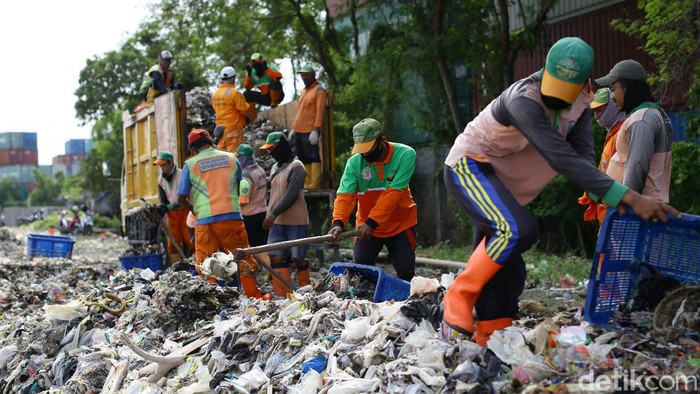 Peneliti Lembaga Ilmu Pengetahian Indonesia (LIPI) memprediksi, pesisir Jakarta akan terus terpapar sampah hingga Februari 2020 mendatang.