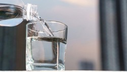 Minum 5 Liter Air Biar Nggak Kena COVID-19, Pria Ini Malah Dirawat di ICU