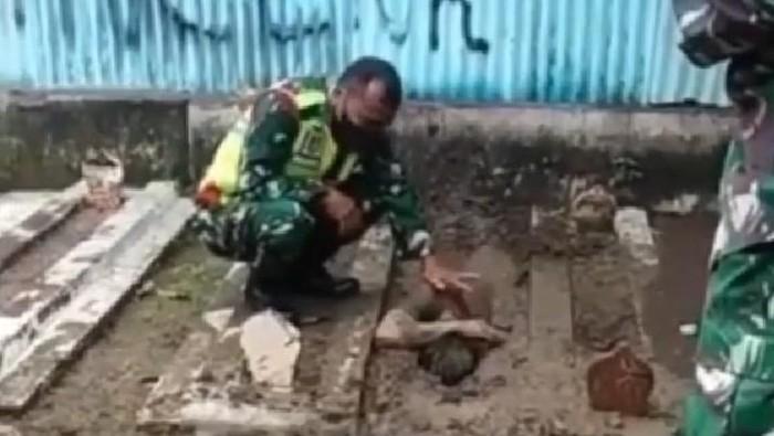 aksi kubur diri pemuda di tegal