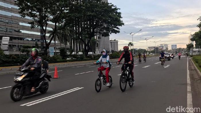 Aktivitas olahraga di minggu pagi pertama 2021