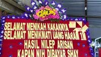 Geger Karangan Bunga Tagih Utang Rp 1 M yang Viral di Sragen