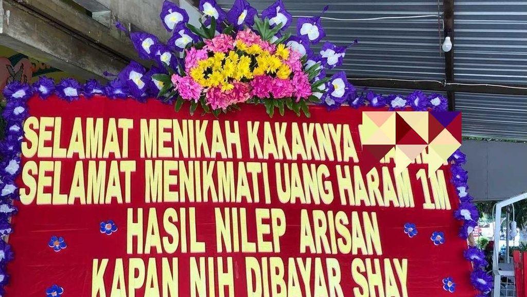 Kisruh Arisan Berujung Tagihan Lewat Karangan Bunga di Pesta Nikah