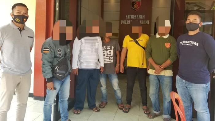 Diduga pelaku pungli di Sukabumi ditangkap polisi.