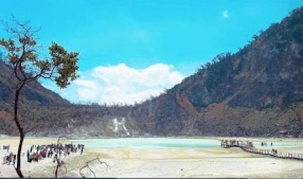 Kawah Putih Ciwidey berada di Desa Alam Endah, Kecamatan Rancabali, Kabupaten Bandung, Jawa Barat. (Anissantosoo/dTraveler)