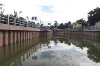 Selain jadi tempat tampungan air hujan, kolam ini memang dipersiapkan jadi tempat wisata. (Wisma Putra/detikcom)