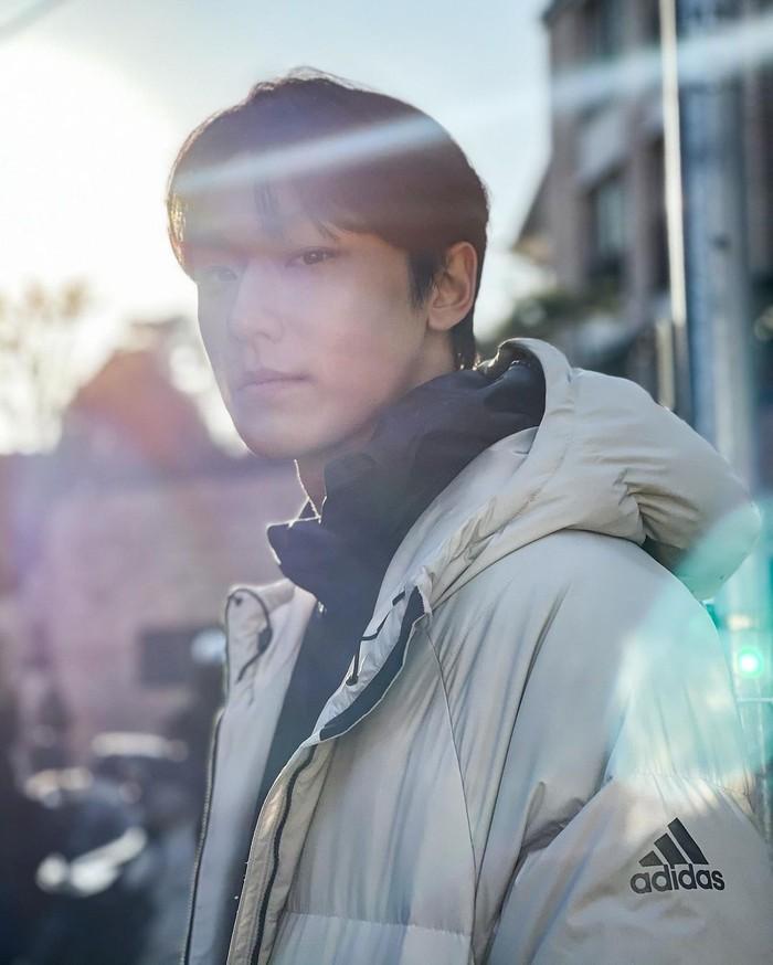 Foto Lee Do Hyun saat sekolah mencuri perhatian netizen.