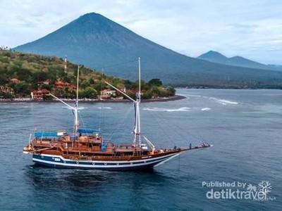 Wisata Live on Board Naik Pinisi, Kayak Apa Sih?