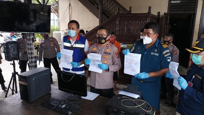 Polsek Pelabuhan Samarinda saat melakukan rilis kepada awak media terkiat penangkapan 3 pelaku pemalsuan hasil rapid test palsu